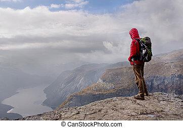 homme, dans, montagnes, norvège