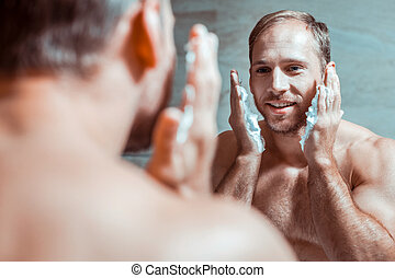 homme, face rasage, rayonner, beau, préparer
