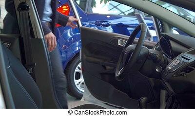 3fbb129647ac1 Sien, voiture, jeune, siège, sécurité, attacher, homme, ceinture ...