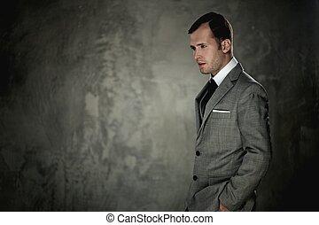 homme, gris, complet