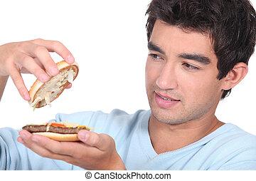 homme, hamburger, ouverture