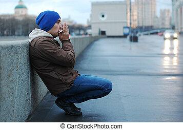 homme, harmonica jouant, rue