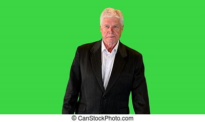 homme, homme affaires, vieux, en avant!, chroma, key., marche, écran, vert