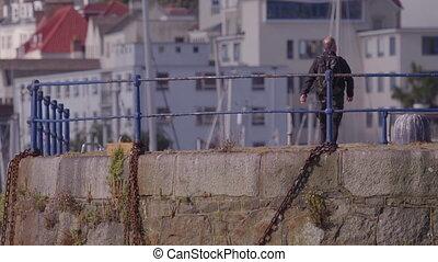 homme, jetée, promenade bas escaliers, ville