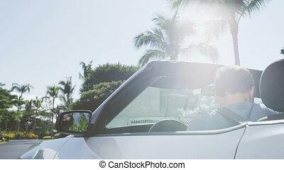 homme, jeune, cabriolet, professionnel, -, conduite, ceinture, siège, attacher, voiture, urbain
