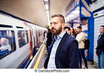 homme, jeune, métro