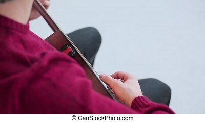 homme, jouer, une, guitare acoustique, grand plan