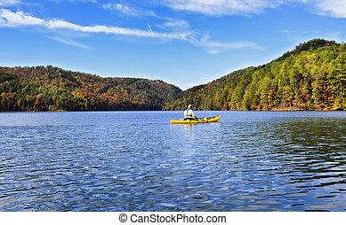 homme, kayaking, sur, a, lac montagne