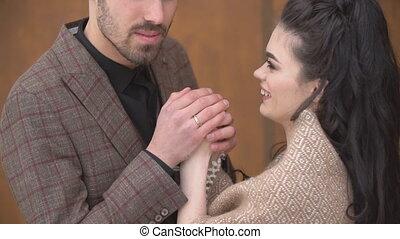 homme, mains, girlfriend's, warms, sien