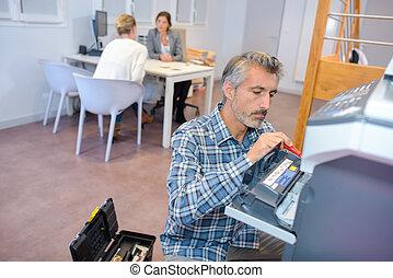 r paration photocopieur bureau homme image de stock recherchez photos et clipart csp44054762. Black Bedroom Furniture Sets. Home Design Ideas