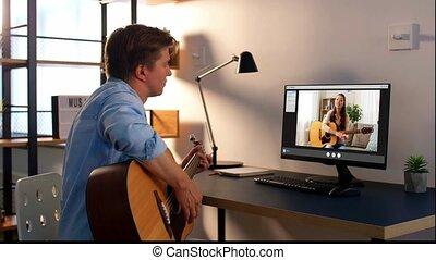 homme, maison, jeu, guitare, apprentissage, ligne