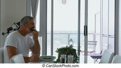 homme, maison, petit déjeuner, 4k, table, manger