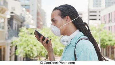 homme masque, coronavirus, conversation, téléphone
