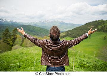 homme, montagne, apprécier, spectaculaire, heureux