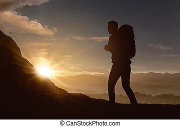 homme montagne, silhouette, randonnée, randonneur