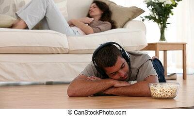 homme, musique écouter, plancher