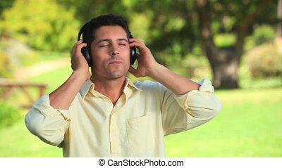 homme, musique écouter, sourire