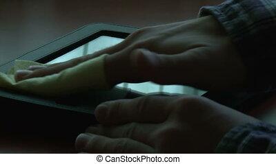 homme, nettoyage, tablette, numérique