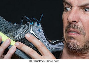 homme, odeur, chaussures, dégoûté