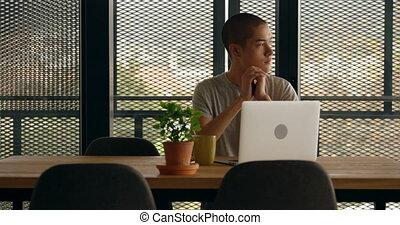 homme, ordinateur portable, séance, maison, 4k