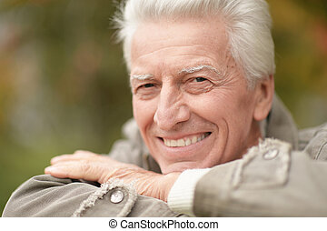 homme, parc, heureux, portrait, personne agee