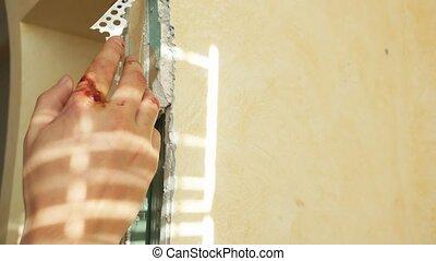 homme, pendant, appartement, réparateur, travail, rénovation, sien, close-up., injury., blessé, doigt