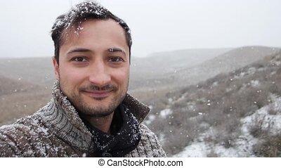 homme, premier, chute neige, heureux