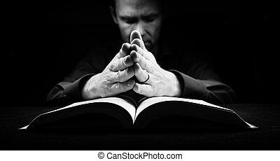homme, prier, à, dieu, à, sien, mains, reposer, a, bible.