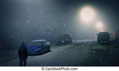 homme, promenades, passé, voitures, sur, neigeux, nuit