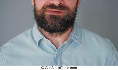 homme, puce, barbu, mur, haut, gris, biscuits, chocolat, moustache, manger, frisé, fond