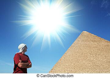 homme, regard, sur, pyramide