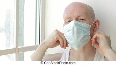 homme, regarder, malade, fenêtre, jeune, hôpital, pandemic...