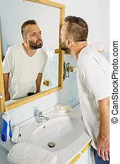 homme, regarder, miroir, lui-même