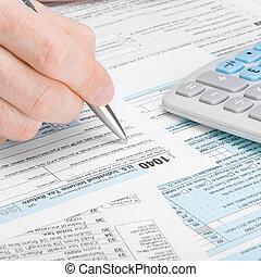 homme, remplir, 1040 forme impôt