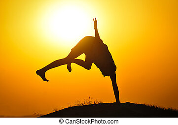 homme, saut, coucher soleil
