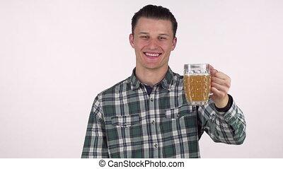 homme, sien, jeune, joyeusement, bière, appareil photo, tenue, sourire, dehors, beau