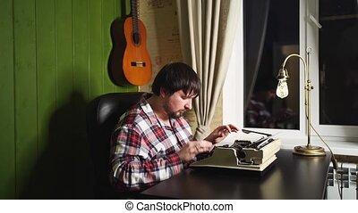 homme, sien, plaid, machine écrire, pyjamas, maison, types, nuit, bureau.