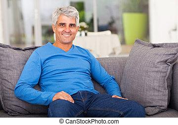 homme, sofa, vieilli, délassant, milieu