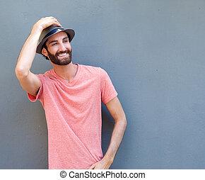 homme souriant, chapeau, jeune, heureux