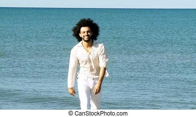 homme souriant, sur, vacances, heureux