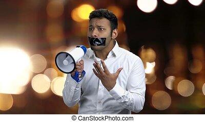 homme, speak., porte voix, pas, boîte, bâillonné
