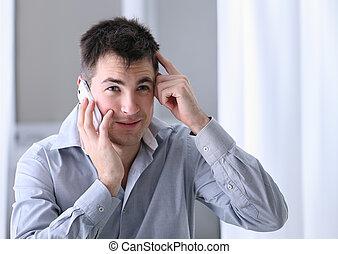 homme téléphone portable, dans, bureau