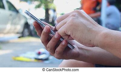 homme, utilisation, smartphone