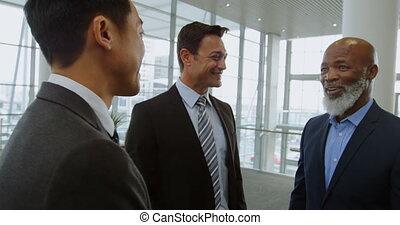 hommes affaires, 4k, bureau, discuter