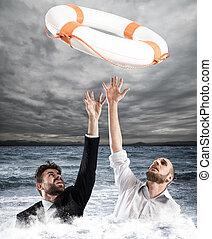 hommes affaires, aide, chutes
