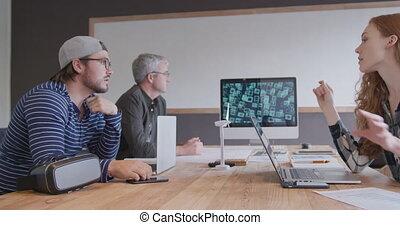 hommes, créatif, fonctionnement, deux, caucasien, bureau, femme