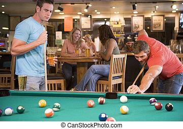 hommes, deux, piscine, jouer