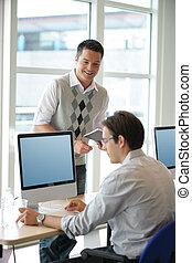hommes, informatique, bureau