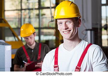 hommes, pendant, travail, à, usine