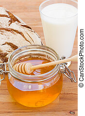 honey with bread and milk
